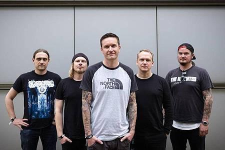 Maik Weichert, Alexander Dietz, Marcus Bischoff, Christian Bass und Eric Bischoff von der Metalcore-Band Heaven Shall Burn. Foto: Alexander Prautzsch/dpa-Zentralbild/dpa