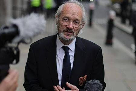 Wirft der britischen Justiz «willkürliche und böswillige» Behandlung seines Sohnes vor: John Shipton. Foto: Aaron Chown/PA Wire/dpa