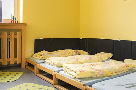 Leere Betten in Kita