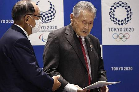 Yoshiro Mori (r), Präsident des Tokioter Organisationskomitees der Olympischen Spiele 2020. Foto: Issei Kato/Reuters Pool/AP/dpa