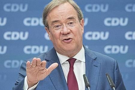 Unions-Kanzlerkandidat Armin Laschet (CDU) steht vor seinem Auftritt beim CSU-Parteitag unter Druck. Foto: Michael Kappeler/dpa