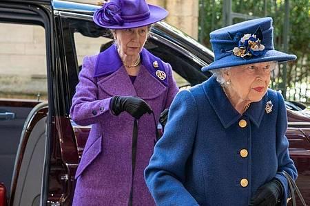 Königin Elizabeth besuchte mit Prinzessin Anne einem Dankesgottesdienst in der Westminster Abbey. Foto: Arthur Edwards/The Sun/PA Wire/dpa