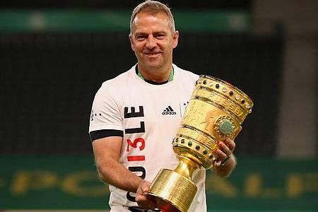 Will nach der Meisterschaft und dem Pokal nun auch den Königsklassen-Pott nach München holen: Bayern-Coach Hansi Flick. Foto: Alexander Hassenstein/Getty Images Europe/Pool/dpa