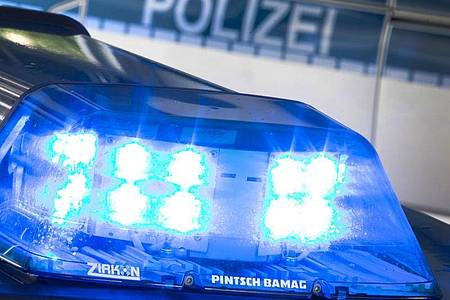 Die Polizei war am Freitagabend im Ruhrgebiet an mehreren Orten wegen Ermittlungen zur Drogenkriminalität im Einsatz. Foto: Friso Gentsch/dpa