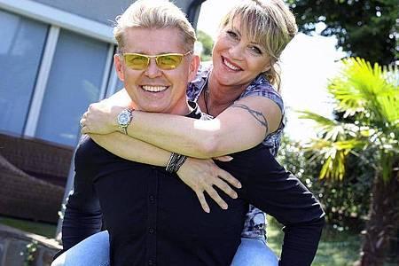Markus Mörl, Neue-Deutsche-Welle-Star, und seine Freundin Yvonne König, ebenfalls Schlagersängerin. Foto: -/RTLZWEI, RedSeven Entertainment/dpa