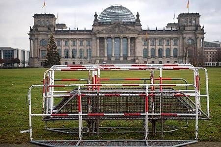 Die Störaktionen von Gästen der AfD-Fraktion im Bundestag hat für zwei Beteiligte ein Nachspiel. Foto: Bernd von Jutrczenka/dpa
