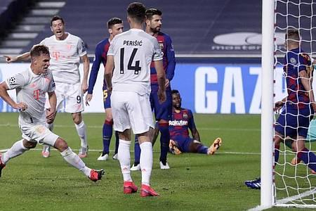 Joshua Kimmich (l) machte spätestens mit dem fünften Treffer alles klar für den FCB. Foto: Manu Fernandez/AP Pool/dpa