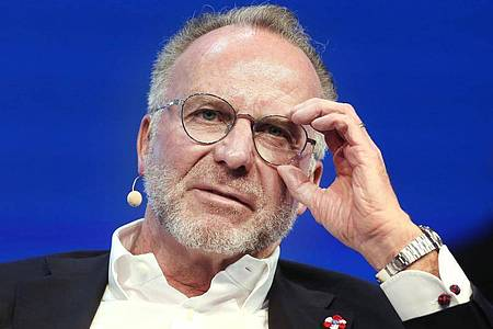 Karl-Heinz Rummenigge fordert «eine bundesweite einheitliche Lösung» in der Frage der Fan-Zulassung in der Corona-Krise. Foto: Roland Weihrauch/dpa