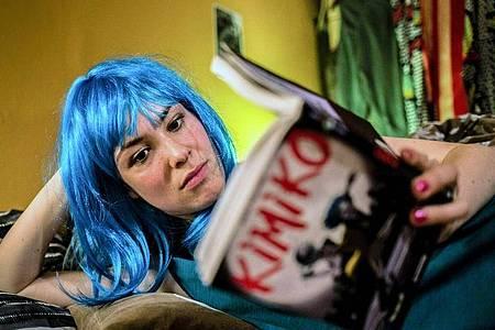 "Mia (Victoria Schulz) in einer Szene aus ""Electric Girl"". Foto: Hannes Hubach/WDR/ARTE/dpa"