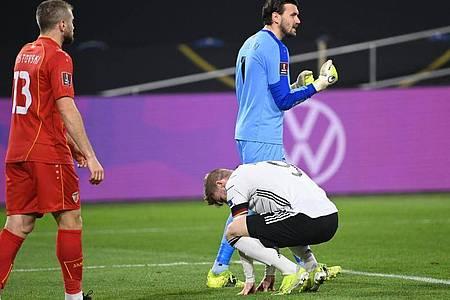 Timo Werner (M) hadert mit einer vergebenen Chance. Foto: Federico Gambarini/dpa