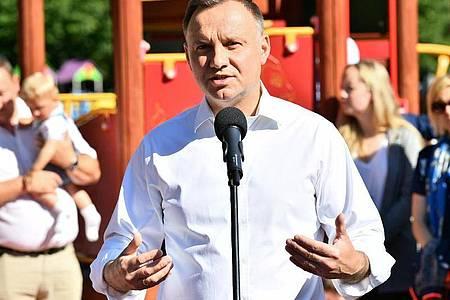 Polens Präsident Andrzej Duda verschärft vor der Stichwahl noch einmal denTon gegen Homosexuelle. Foto: Sebastian Borowski/PAP/dpa