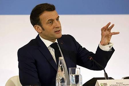 Emmanuel Macron, Staatspräsident von Frankreich, spricht während des «One Planet Summit» im Elysee-Palast. Foto: Ludovic Marin/AFP/AP/dpa