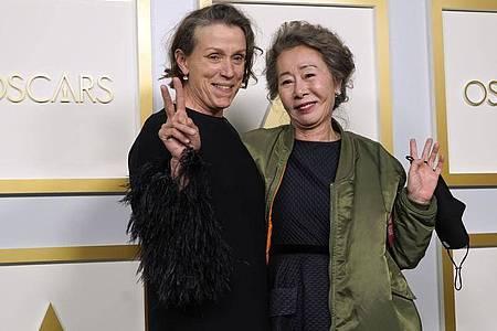 Zwei Gewinnerinnen: Frances McDormand (l) und Youn Yuh Jung. Foto: Chris Pizzello/Pool AP/dpa