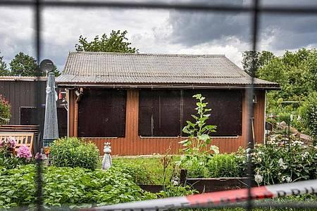 Die Laube am Stadtrand ist einer der Tatorte im Missbrauchskomplex Münster. Foto: Marcel Kusch/dpa