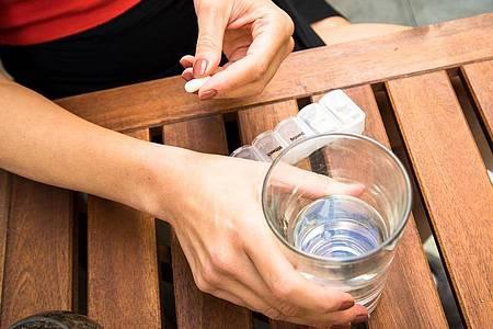 Menschen mit Herzschwäche sollten nicht zu wenig aber auch nicht zu viel trinken. Foto: Christin Klose/dpa-tmn