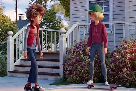 """Adam und Emma in einer Szene des Films """"Bigfoot Junior - Ein tierisch verrückter Familientrip"""". Foto: -/Splendid Film GmbH/dpa"""