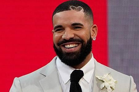 Drake hat kürlich einen Chartrekord aufgestellt. Gleich neun Songs seines neuen Albums «Certified Lover Boy» haben es in die Top Ten der US-Singlecharts geschafft. Foto: Chris Pizzello/Invision/AP/dpa