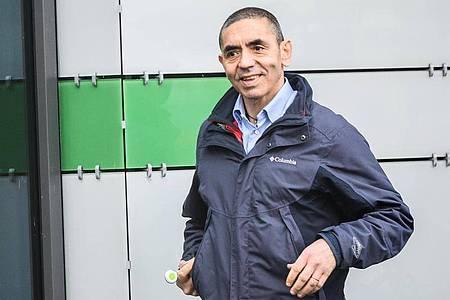 Ugur Sahin, Mitgründer und Vorstandsvorsitzender des Unternehmens Biontech, auf dem Firmengelände inMainz. Foto: Andreas Arnold/dpa