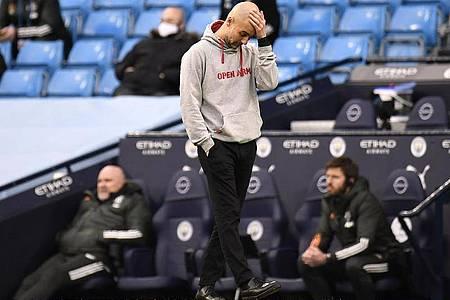 Pep Guardiola, Trainer von Manchester City, reagiert während des Spiels an der Seitenlinie auf den Rückstand. Foto: Peter Powell/PA Wire/dpa