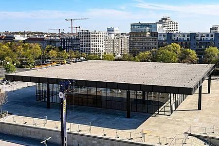 Die Neue Nationalgalerie ist eines der markantesten Bauwerke Berlins. Foto: Jens Kalaene/dpa-Zentralbild/dpa
