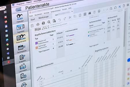 Vier Krankenkassen wurden angewiesen, die neue elektronische Patientenakte um zusätzliche Datenschutzfunktionen zu erweitern. Foto: Jens Kalaene/dpa-Zentralbild/dpa