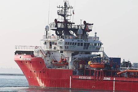 Das Rettungsschiff «Ocean Viking» läuft im Oktober 2019 in den italienischen Hafen Tarent (Taranto) ein. Foto: Ingenito/ANSA/dpa