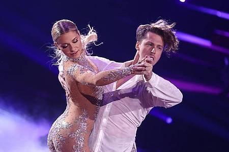Schauspielerin Valentina Pahde und der Profitänzer Valentin Lusin bei «Let`s Dance». Foto: Rolf Vennenbernd/dpa