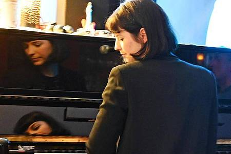 Besingt das Leben in allen Facetten:Die Singer-Songwriterin Roxanne de Bastion. Foto: Peter Zschunke/dpa-Zentralbild/dpa