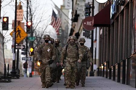 Zur Amtseinführung wird die Polizei von rund 25.000 Soldaten der Nationalgarde in Washington unterstützt. Foto: Matt Slocum/AP/dpa