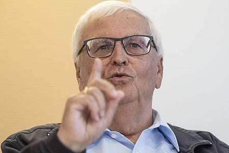 Der ehemalige DFB-Präsident Theo Zwanziger fordert vom DFB eine intensive und zielgerichtete Aufklärung der Sommermärchen-Affäre. Foto: Boris Roessler/dpa