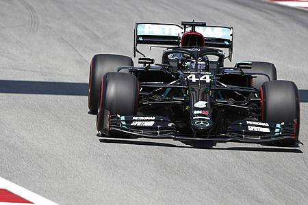 Schnell unterwegs: Formel-1-Weltmeister Lewis Hamilton. Foto: Emilio Morenatti/Pool AP/dpa