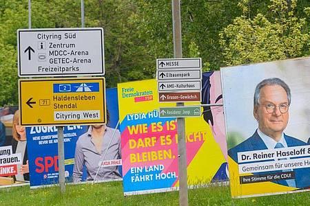Wahlplakate für die Landtagswahl in Sachsen-Anhalt stehen in Magdeburg am Straßenrand. Am 6. Juni wird gewählt. Foto: Klaus-Dietmar Gabbert/dpa-Zentralbild/dpa