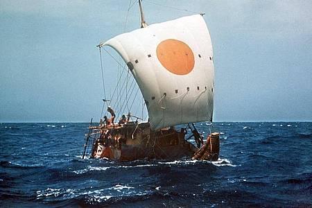 Im Mai 1970 segelte der norwegische Abenteurer Thor Heyerdahl in einem Boot aus Papyrus, der Ra II, von Marokko bis zur Karibik-Insel Barbados. Foto: UPI/dpa