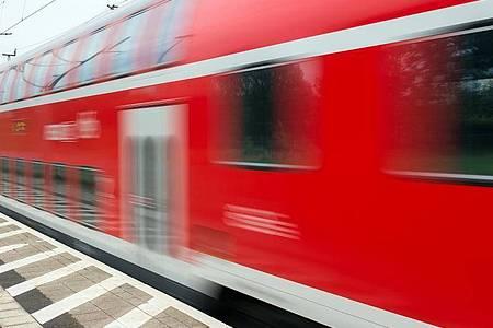 In einem abgestellten Zug in Köln ist ein «möglicher Sprengsatz» entdeckt worden. (Symbolbild). Foto: Patrick Pleul/dpa-Zentralbild/dpa