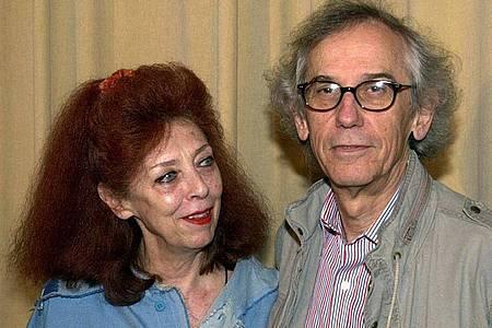 Das Künstlerpaar Christo und Jeanne Claude im Jahr 2001 in Berlin. Foto: Peter Endig/dpa
