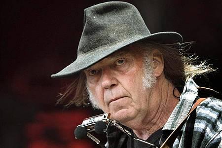 Rockstar Neil Young klagt gegen US-Präsident Donald Trump. Foto: Nils Meilvang/SCANPIX DENMARK/dpa
