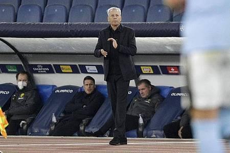 Dortmunds Trainer Lucien Favre zeigt sich nach dem Spiel in Rom enttäuscht von der Leistung seines Teams. Foto: Gregorio Borgia/AP/dpa
