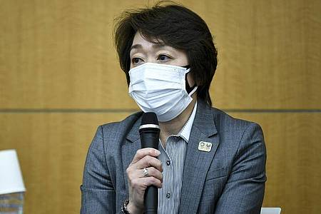 Seiko Hashimoto, Präsidentin des OK der Spiele in Tokio, spricht während einer Pressekonferenz über den Rücktritt des Kreativdirektors. Foto: Kazuhiro Nogi/POOL AFP/AP/dpa