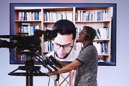Lesung von Lukas Maisel (Bildschirm) am zweiten Tag des Bachmann-Literaturwettbewerbs. Foto: Johannes Puch/ORF/dpa