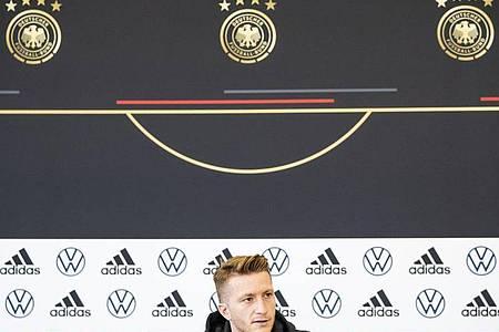 Marco Reus nimmt an der Pressekonferenz des DFB teil. Foto: Tom Weller/dpa