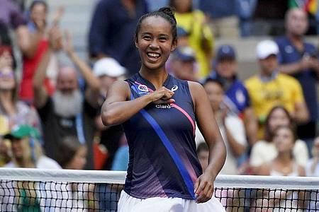 Leylah Fernandez freut sich nach ihrem Sieg. Foto: Elise Amendola/AP/dpa