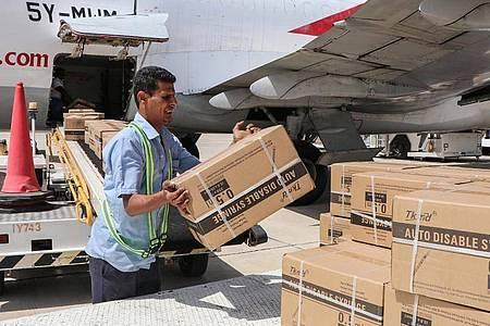 Lieferung des Covax-Impfstoffs: Länder wie Jemen sind auf Spenden aus reichen Ländern dringend angewiesen. Foto: Wail Shaif/dpa