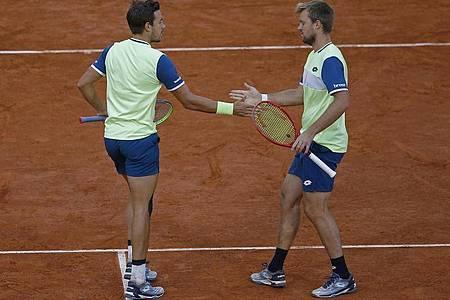 Im Finale setzten sich Krawietz (r) und Mies in zwei Sätzen mit 6:3 und 7:5 gegen die US-Open-Sieger Mate Pavic (Kroatien) und Bruno Soares (Brasilien)durch. Foto: Michel Euler/AP/dpa