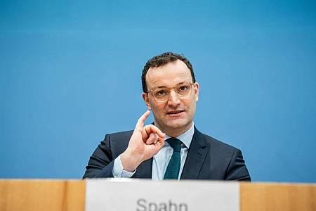 Wenig überraschend sieht CDU-Politiker Jens Spahn seinen Parteikollegen Armin Laschet bei der K-Frage vorn. Foto: Michael Kappeler/dpa Pool/dpa