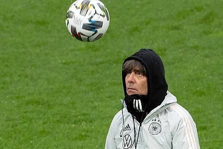 Der Bundestrainer hat einen klaren Plan: Gegen die Schweiz mit dem Sieger-Team von Kiew. Foto: Federico Gambarini/dpa