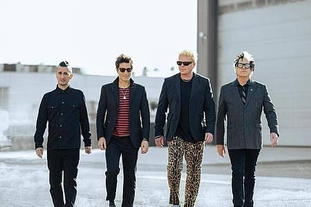 Nach langer Pause zurück: Pete Parada (l-r), Todd Morse, Bryan Dexter Holland und Kevin Noodles Wasserman von der Rockband The Offspring. Foto: Daveed Benito/Universal Music/dpa