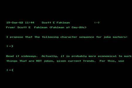 Eine Mail des Computerwissenschaftlers Scott Fahlman von der Universität Pittsburgh vom 19. September 1982 zeigt seinen Vorschlag der Zeichenkombination «:-)» . Foto: Heritage Auctions/HA.com/dpa