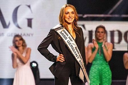 Applaus: Anja Kallenbach ist zur Miss Germany 2021 gekürt worden. Foto: Philipp von Ditfurth/dpa
