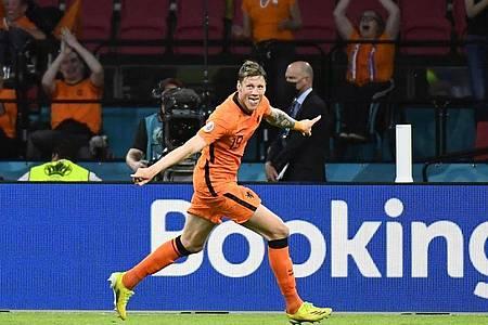 Torschütze Wout Weghorst von den Niederlanden feiert das 2:0 gegen die Ukraine. Foto: Piroschka Van De Wouw/Pool Reuters/AP/dpa