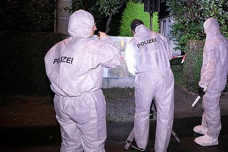 Die Kriminalpolizei hat die Ermittlungen aufgenommen und sichert Spuren. Foto: Tino Plunert/dpa-Zentralbild/dpa